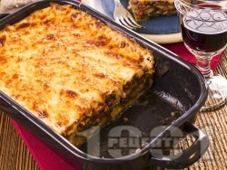 Домашна мусака с патладжани, телешка кайма, сирене моцарела и заливка от яйца и кисело мляко - снимка на рецептата